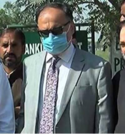 عمران احمد نیازی کا ایجنڈا پاکستان کی ترقی نہیں:احسن اقبال