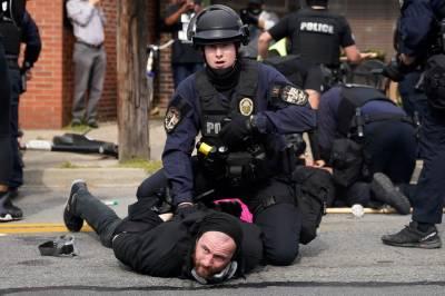 امریکہ: نسلی امتیاز اور پولیس تشدد کے خلاف احتجاج کے دوران فائرنگ، 2 پولیس اہلکار زخمی