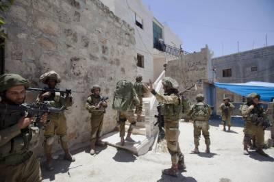 اسرائیلی فوجیوں نے مغربی کنارے میں دھاوا بول کرگھروں سے 2فلسطینی گرفتار کر لیے