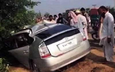کمالیہ: ٹریلر کار سے ٹکرا گیا ،ایک ہی خاندان کے 6 افراد جاں بحق