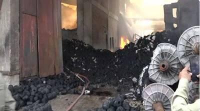 فیصل آباد میں ٹیکسٹائل فیکٹری اور روئی کے گودام میں خوفناک آتشزدگی