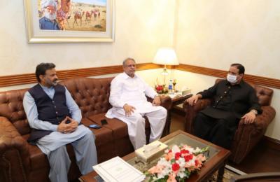 وزیراعلیٰ پنجاب سردار عثمان بزدار سے چودھری محمد یونس انصاری اور ایم پی اے چودھری اشرف علی انصاری کی ایک اور ملاقات باہمی دلچسپی کے امور