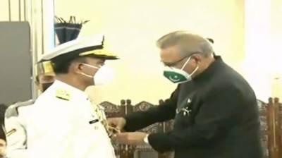 صدرمملکت نے بحریہ کے سربراہ ایڈمرل امجد نیازی کونشان امتیازملٹری عطا کردیا