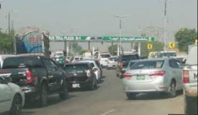پشاور اسلام آباد موٹروے رشکئی انٹرچینج پر بند،گاڑیوں کی لمبی قطاریں لگ گئیں