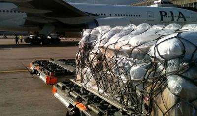 پی آئی اے پرواز سے غیر ملکی گاڑیوں کا سامان برآمد
