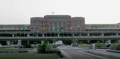 کورونا وائرس :علامہ اقبال انٹرنیشنل ایئرپورٹ پر ایک سے زائد وزیٹر پر پابندی عائد