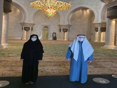 انگلش کپتان اوئن مورگن کا اہلیہ کے ہمراہ شیخ زید مسجد کا دورہ