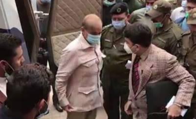 شہباز شریف کی پیشی ، لیگی کارکنوں اور پولیس اہلکاروں کے درمیان ہاتھا پائی