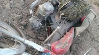 فیصل آباد:ٹرالے کی موٹرسائیکل کو ٹکر ،2افرادجاں بحق ،1زخمی
