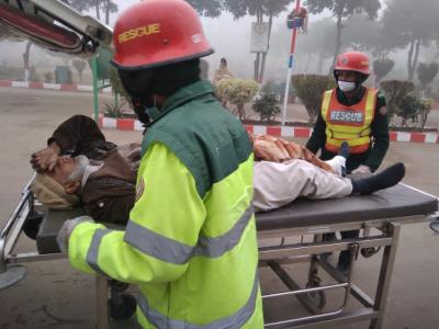 ڈسکہ گلوٹیاں موڑ پر ٹیوٹا ہائی ایس تیزرفتاری کی وجہ سے حادثہ کا شکار
