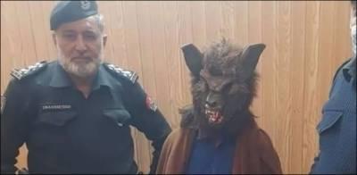 پشاور: نیو ایئر نائٹ پر بلا کا ماسک پہن کر شہریوں کو ڈرانے والا شخص گرفتار