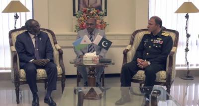 جبوتی نیشنل پارلیمنٹ کے صدر کا کمانڈر جبوتی بحریہ کے ہمراہ نیول ہیڈ کوارٹرز کا دورہ