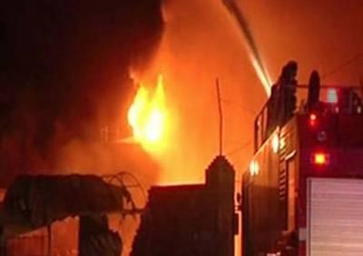 کراچی:گتے کے گودام میں آگ بھڑک اٹھی