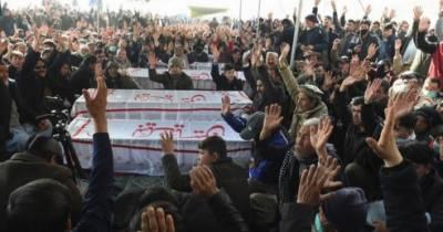 سانحہ مچھ کے لواحقین کا وزیراعظم کے آنے تک دھرنا جاری رکھنے کا اعلان