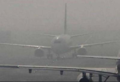 لاہور میں دھند کا راج، علامہ اقبال ایئرپورٹ پر فلائٹ آپریشن متاثر