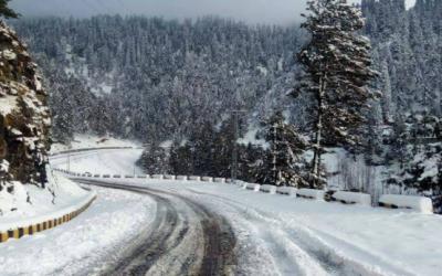 کشمیر، گلگت میں برفباری،مظفر آباد، باغ سمیت کئی علاقوں میں بارش، سردی میں اضافہ