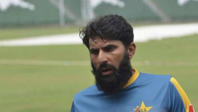 پاکستان کرکٹ بورڈ نے قومی ٹیم کے ہیڈ کوچ مصباح الحق کو جنوبی افریقہ کے خلاف سیریز میں بھی موقع دینے پر غور شروع کر دیا