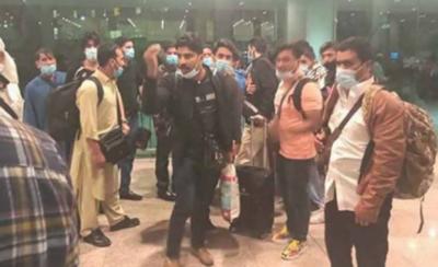 ملائیشیا میں پھنسے پاکستانی وطن واپس پہنچ گئے, مسافروں نے شکایتوں کے انبار لگا دیے