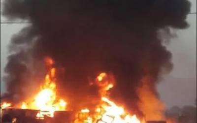 دیر:سبزی منڈی میں آگ لگنے سے3 دکانیں جل گئیں