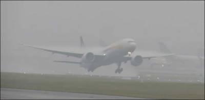 کراچی: دھند کے باعث 2 غیر ملکی پروازوں کا رخ موڑ دیا گیا