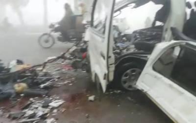 سیالکوٹ: دھند کے باعث ٹرک اور وین کے تصادم, 4افرادجاں بحق7شدیدزخمی