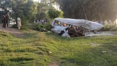 مظفر آباد: 2 گاڑیاں کھائی میں گرنے سے 7 افراد جاں بحق