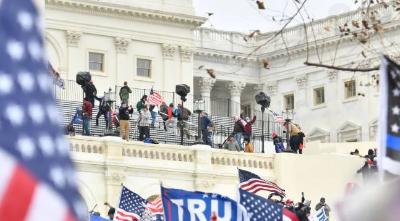 امریکی پارلیمنٹ پر حملہ، 150 افراد پر الزامات عائد