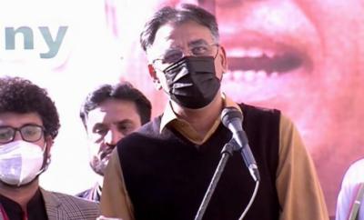 سندھ میں وفاق کام کرنے کی کوشش کرتا ہے تو روڑے اٹکائے جاتے ہیں: وفاقی وزیر اسد عمر