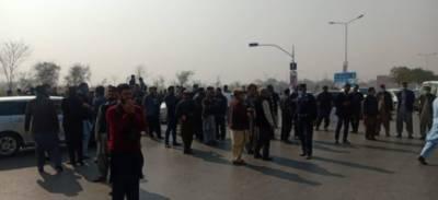 اسلام آباد: سرکاری ملازمین کا احتجاج، پولیس کی شیلنگ