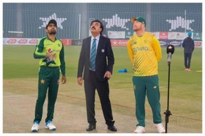 پاکستان نےٹی ٹوئنٹی سیریز کے پہلے میچ میں محمد رضوان کی شان دار سنچری کی بدولت جنوبی افریقہ کو سنسنی خیز مقابلے کے بعد 3 رنز سے شکست دے کر 0-1 کی برتری حاصل کرلی