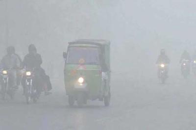 پنجاب کے مختلف شہروں میں دھند کا راج، موٹروے کئی مقامات سے بند