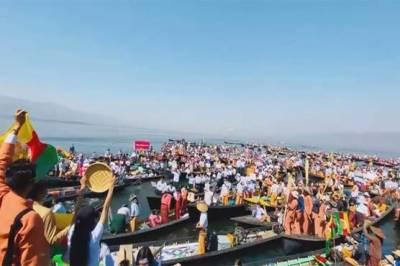 میانمار میں فوجی بغاوت کیخلاف جھیل میں کشتیوں پر مظاہرہ