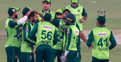تیسراٹی20 : پاکستان کیخلاف جنوبی افریقی کی بیٹنگ جاری, جنوبی افریقہ کی آدھی ٹیم پویلین لوٹ گئی