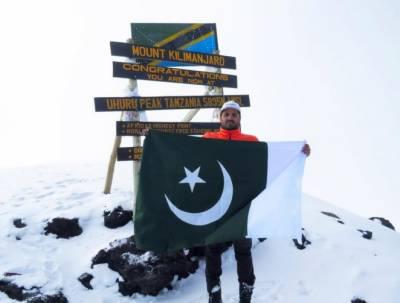 پاکستانی کوہ پیما کا بڑا کارنامہ: اسد علی میمن نے براعظم افریقہ کی بلند ترین چوٹی دنوں کی بجائے گھنٹوں میں سر کرلی