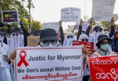 فوجی بغاوت کے خلاف عوام سڑکوں پر