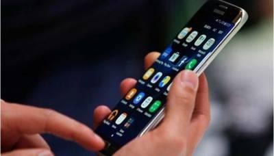 خیبرپختونخوا: محکمہ تعلیم کے ملازمین پر دفتر میں موبائل فون استعمال کرنے پر پابندی عائد