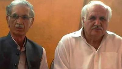 نوشہرہ میں ن لیگ کی حمایت کا الزام، پرویز خٹک کے بھائی لیاقت خان خٹک وزارت سے فارغ