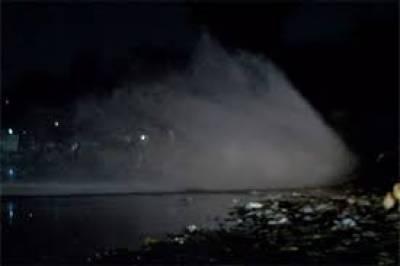 پاپوش نگر میں لائن پھٹ گئی، ہزاروں گیلن پانی ضائع
