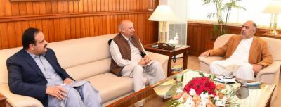 اسپیکر قومی اسمبلی اسد قیصر سے گورنر پنجاب چوہدری محمد سرور اور وزیر اعلیٰ پنجاب کی ملاقات