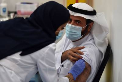 سعودی عرب میں 10 لاکھ سے زیادہ افراد کو کورونا ویکسین لگ گئی۔