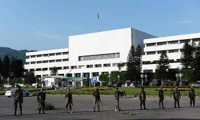اعتماد کا ووٹ لینے کے موقع پر پارلیمنٹ ہائوس کے باہر سخت سکیورٹی انتظامات