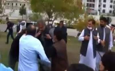شاہد خاقان اور مصدق ملک کی پی ٹی آئی کارکنوں سے ہاتھا پائی,ویڈیووائرل