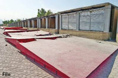 پشاور: سستے بازاروں سے اشیائے خورونوش غائب، خریدار مایوس لوٹنے لگے