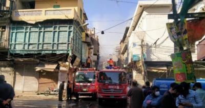 راولپنڈی: اردو بازار میں آگ بھڑک اٹھی،لاکھوں کا نقصان،امدادی کاموں میں مشکلات کا سامنا کرنا پڑا