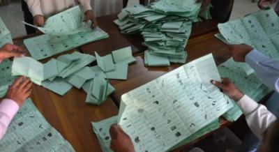 49 پولنگ اسٹیشنز :مسلم لیگ ن کی نوشین افتخار 12574 ووٹ لے کر آگے،پی ٹی آئی کے علی اسجد ملہی 8307 ووٹ لے کر دوسرے نمبر پر