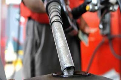 مہنگائی سے تنگ عوام کیلئے اچھی خبر، پٹرول اور ڈیزل کی قیمت میں 2 روپے کمی کا امکان