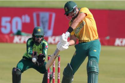 چوتھے ٹی ٹوئنٹی میں جنوبی افریقا کا پاکستان کو جیت کیلیے 145 رنز کا ہدف