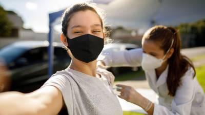 امریکا میں ہر دوسرے بالغ کو کورونا ویکسین کا پہلا ٹیکا لگ گیا