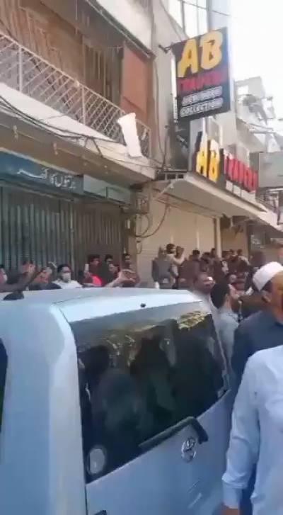 راولپنڈی میں مظاہرین نے لال حویلی کا گھیراؤ کرلیا شیخ رشید کے خلاف مظاہرین کی نعرہ بازی