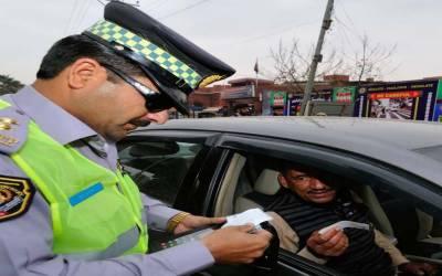 بغیر سیٹ بیلٹ کے ڈرائیونگ کرنے پر 14739 افراد کا چالان